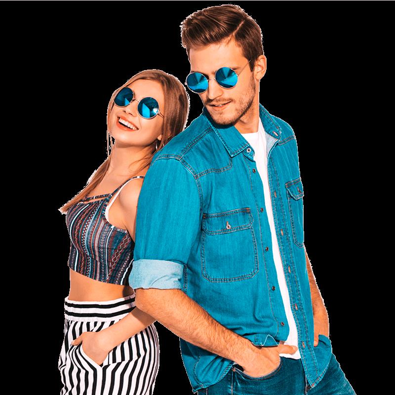 Fashion Trends - Jonge meid met jonge vent met blauwe zonnebril